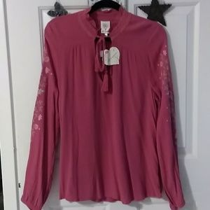 NWT--Ladies Blouse
